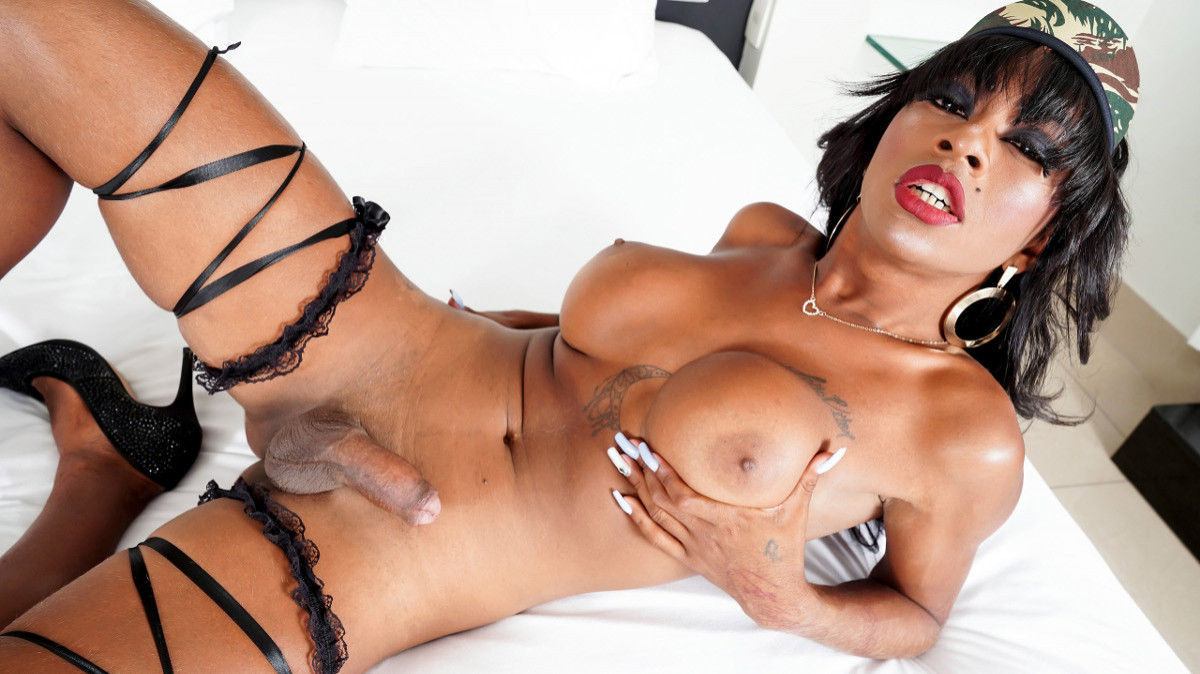 Raianny Duarte Strokes And Cums!